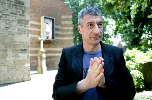 Maurizio Cattelan w Guggenheim Museum