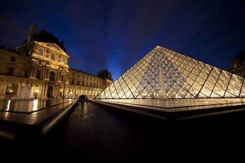 Piramida Luwru ma już ekologiczne oświetlenie