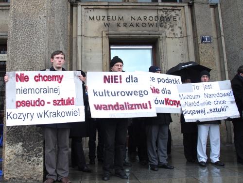 Kraków: protest Krucjaty Młodych przeciwko wystawie Kozyry
