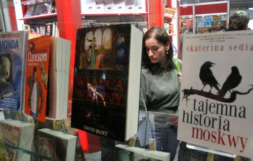 Rynek książki – czytelnictwo spada, a sprzedaż rośnie