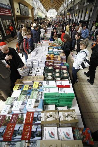 Wydawnictwo Ossolineum rozpoczęło ustanawianie rekordu Guinnessa w sprzedaży książek