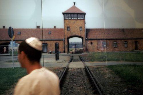 Przedmioty ofiar holokaustu znaleziono w Auschwitz