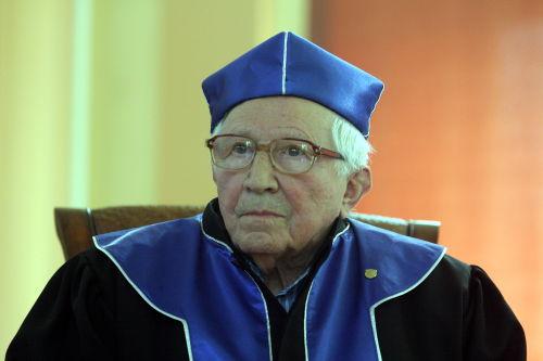 Tadeusz Różewicz otrzymał doktorat h.c. uniwersytetu w Kielcach