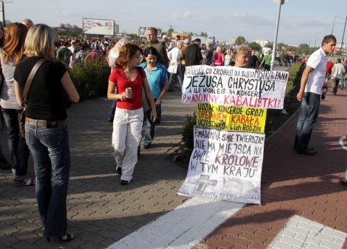 Pięcioosobowy protest przeciwkoncertowi Madonny