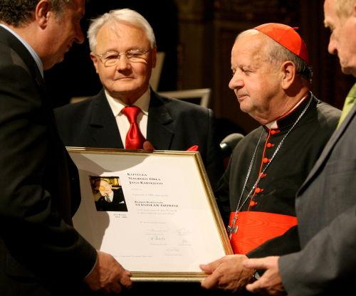 Kard. Stanisław Dziwisz odebrał Nagrodę Orła Jana Karskiego