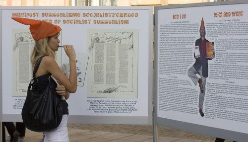 Otwarcie plenerowej wystawy Pomarańczowej Alternatywy