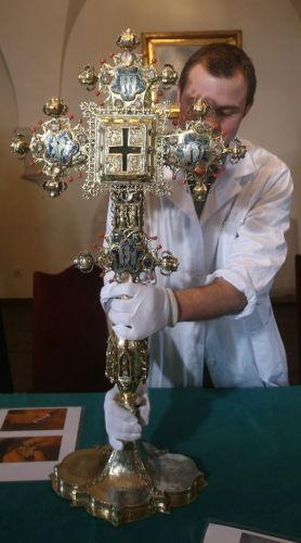 Wawelscy konserwatorzy odnowili krzyż – trofeum Jagiełły z 1410 r.