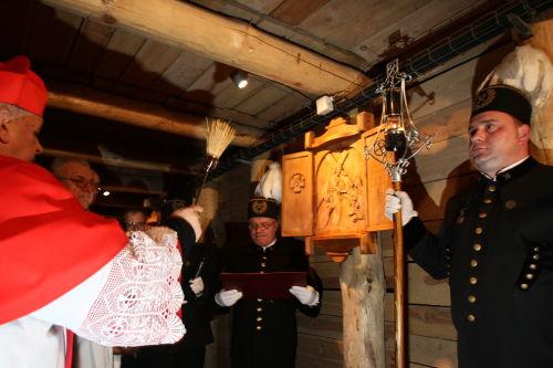 Podziemna Droga Krzyżowa w kopalni soli w Wieliczce w 5. rocznicę śmierci JPII