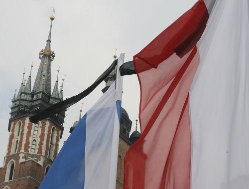"""W hołdzie ofiarom katastrofy w Smoleńsku, w sobotę na krakowskim Rynku odbędzie się koncert """"Kraków in memoriam"""""""