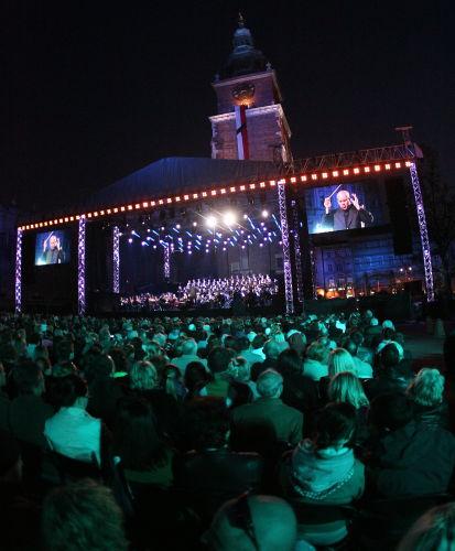Requiem Mozarta na krakowskim rynku w hołdzie ofiarom katastrofy