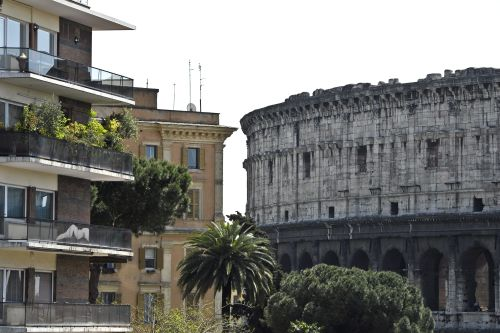 Runęły fragmenty muru w rzymskim Koloseum, nikt nie odniósłobrażeń