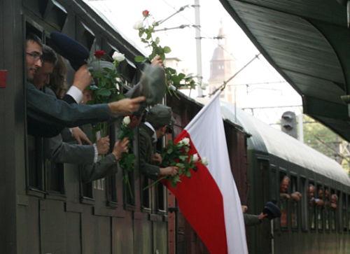 """Małopolska: """"Pociąg z ochotnikami roku 1920"""" wyruszył"""