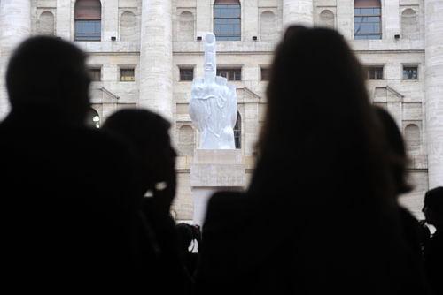 Włochy: kolejna prowokacja artysty Maurizio Cattelana