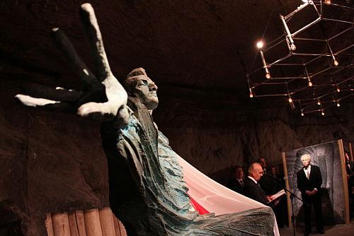 Pomnik Chopina odsłonięto w kopalni soli w Wieliczce