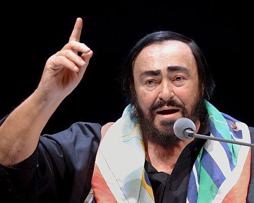 Włochy: Modena kłóci się o pomnik Pavarottiego