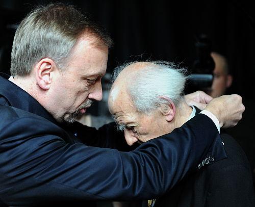 Prof. Zygmunt Bauman uhonorowany złotym medalem Gloria Artis