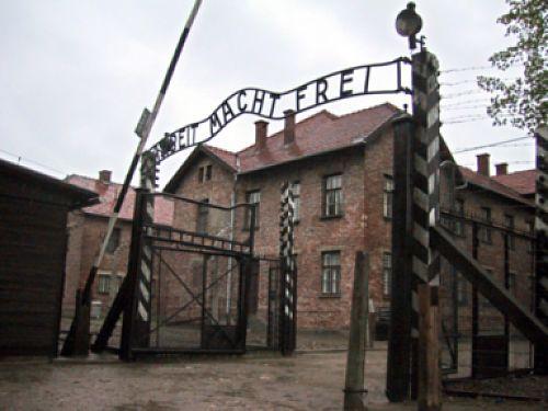 Muzeum Auschwitz umieściło w internecie folder o historii obozu
