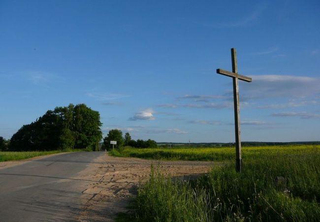 Tylko w polu biały krzyż…