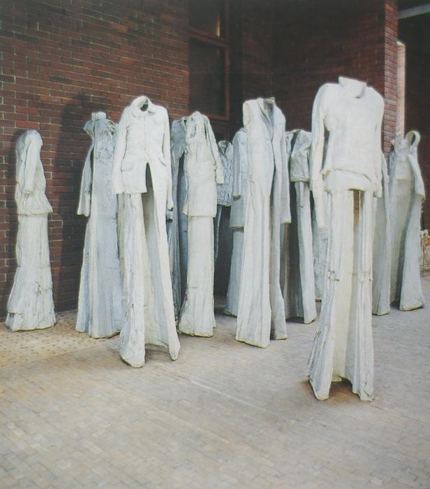 Ulotne ślady po człowieku – miejsca opuszczone w rzeźbie XXwieku