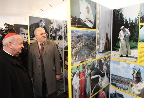 Do Mobilnego Muzeum Jana Pawła II trzeba było stać w kolejce