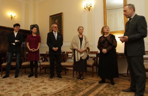 Minister kultury odznaczył ludzi teatru medalami Gloria Artis