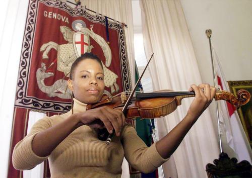 Amerykańska skrzypaczka jazzowa Regina Carter zagra w Warszawie
