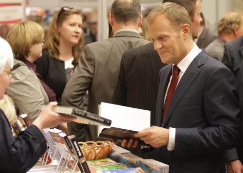 Tusk odwiedził Warszawskie Targi Książki, zadeklarował ratowanie wydawnictwa PIW