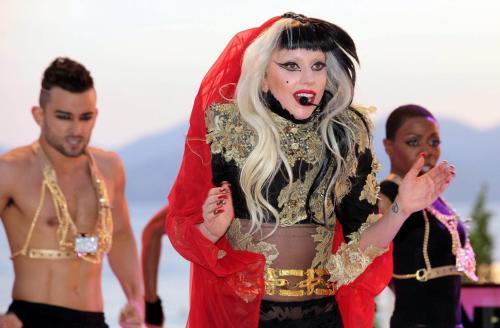 Gaga sprzedała ponad milion płyt w tydzień