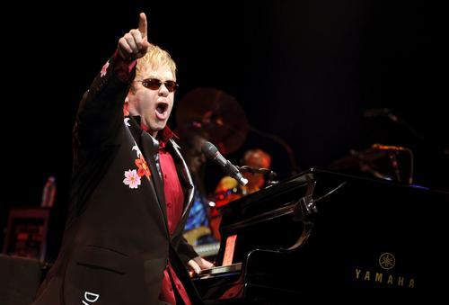 Elton John porwał publicznośćw Rzymie