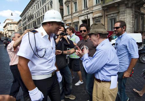 Strażnik miejski kierujący ruchem w Rzymie zagrał w filmie Woody'ego Allena