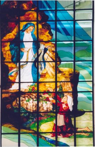 """Witraż """"Święta Bernadetta z Lourdes"""""""