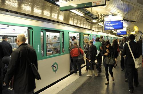 Polskie wiersze w paryskim metrze