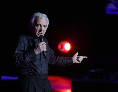 87-letni piosenkarz Charles Aznavour powrócił na estradę w wielkim stylu
