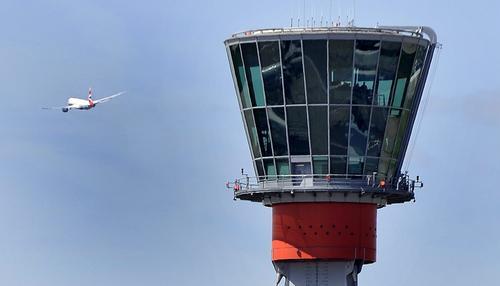 """Tony Parsons przedstawi lotnisko Heathrow """"od kuchni"""""""