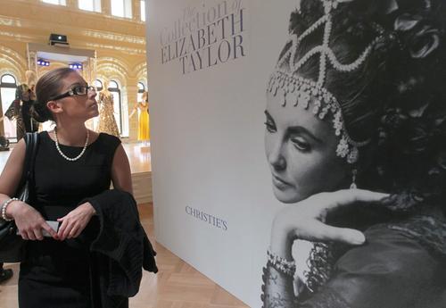 Suknie, akcesoria i biżuteriaElizabeth Taylor trafią na aukcję