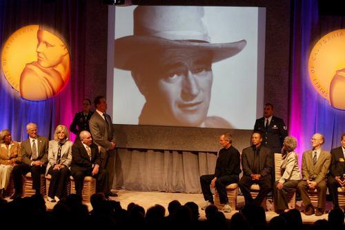 Pamiątki po Johnie Wayne sprzedane na aukcji