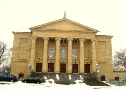 Teatr strzeżony przez Pegaza.