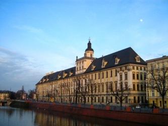 Uniwersytet Wrocławski – barokowy gmach nad Odrą.