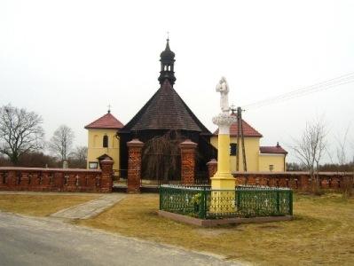 Drewniany kościółek we Lgowie.