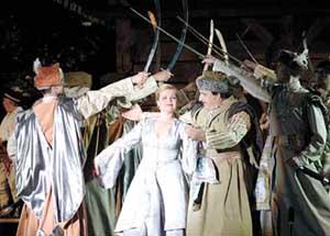 Operowy Dwór w pałacu nad Srebrną w Mińsku Mazowieckim