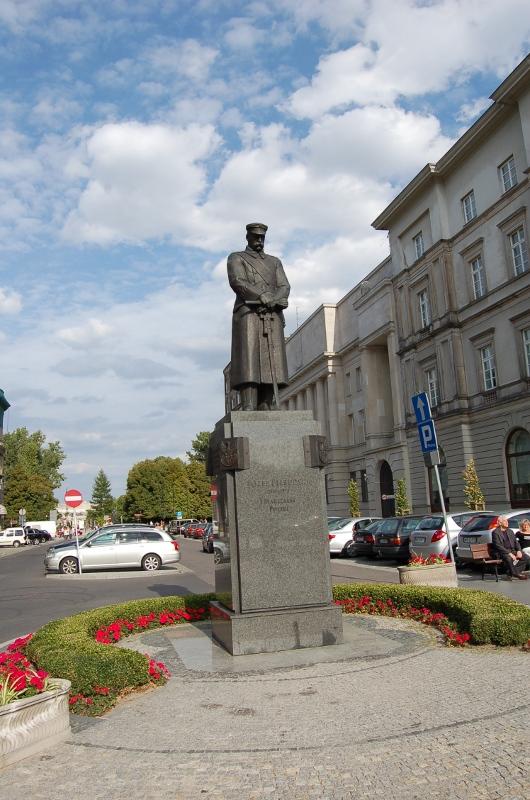 Pomnik Józefa Piłsudskiego (pl. Piłsudskiego)
