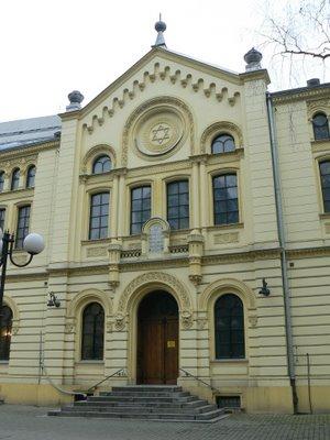 Twarda się otwiera- dni książki żydowskiej w Warszawie